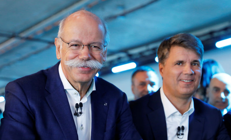 © Reuters. FILE PHOTO:  Harald Kruger, CEO and Chairman of the Board of Management of BMW AG and Dieter Zetsche, CEO of Daimler AG, attend a news conference to present plans for combining the companies' car-sharing businesses, in Berlin