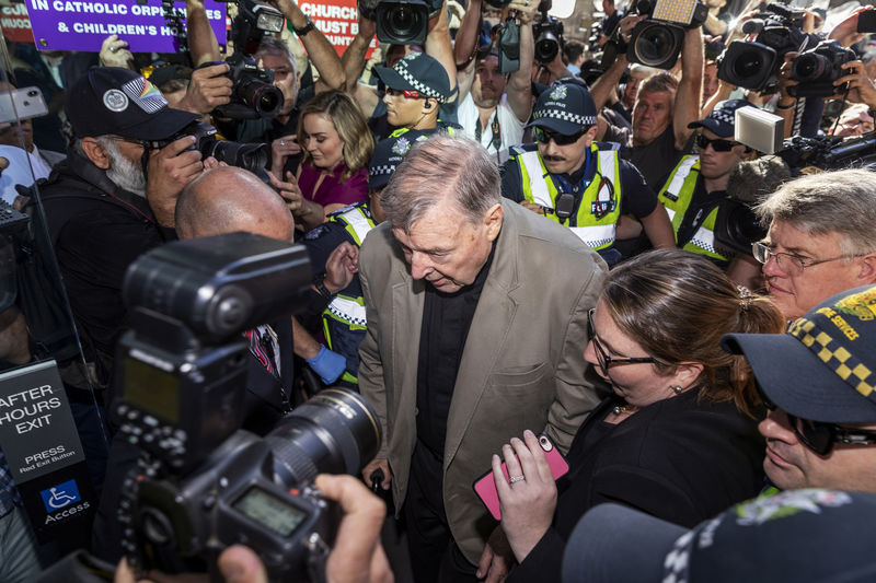 © Reuters. Cardinal George Pell arrives at County Court in Melbourne