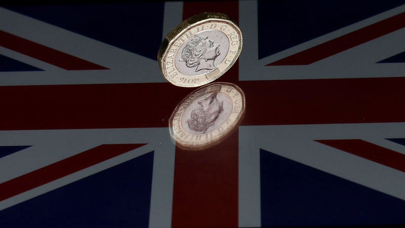 © Reuters.  There's a Silver Lining to Johnson Brexit Move for Pound Pundits