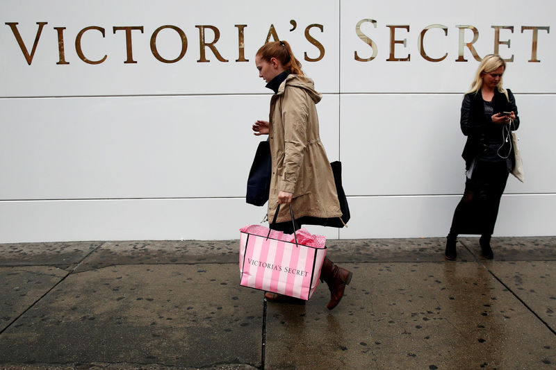 © Reuters. FILE PHOTO:  A customer passes by an L Brands Inc., Victoria's Secret retail store in Manhattan, New York