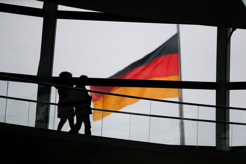 © Reuters. FILE PHOTO: Visitors walk inside the glass dome of the Reichstag building