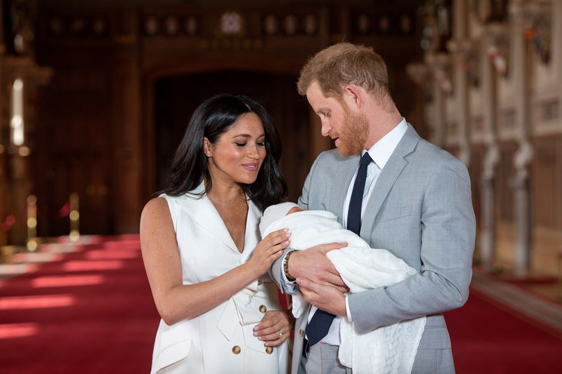 © Reuters. FILE PHOTO: Britain's Prince Harry and Meghan, Duchess of Sussex are seen with their baby son at Windsor Castle