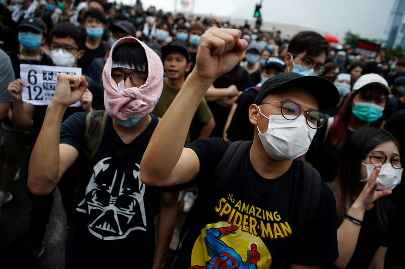 © Reuters. FILE PHOTO: Demonstration demanding Hong Kong's leaders to step down and withdraw the extradition bill, in Hong Kong