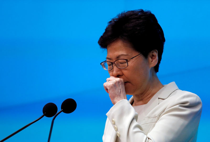 © Reuters. FILE PHOTO: Hong Kong Chief Executive Carrie Lam attends a news conference in Hong Kong
