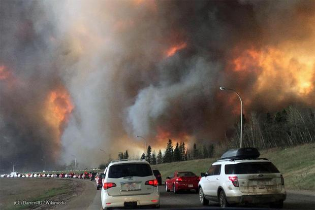 Firefighters battled Monday to protect oil installations in Canada s wildfire-ravaged city of Fort M...