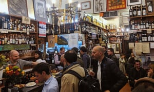 A crowded Cantine Isola, Milan