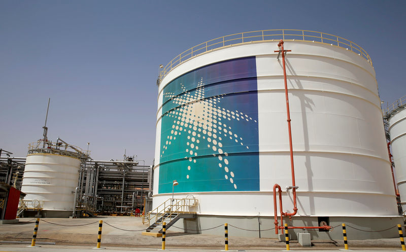 © Reuters. FILE PHOTO: An Aramco oil tank is seen at the Production facility at Saudi Aramco's Shaybah oilfield in the Empty Quarter