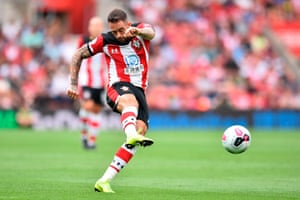 Southampton's Danny Ings takes a shot but doesn't score.