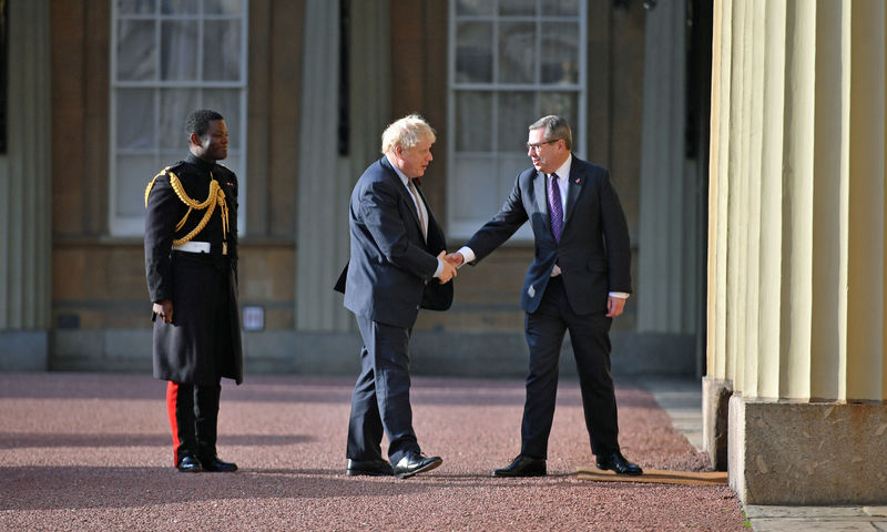 © Reuters. Boris Johnson visits Buckingham Palace for an audience with Queen Elizabeth II
