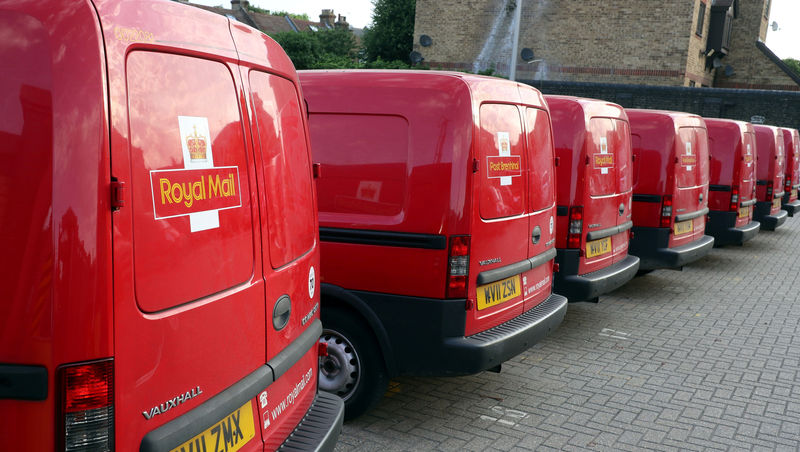 © Reuters. FILE PHOTO: Royal Mail vans are parked in the Leytonstone post office depot in London, Britain
