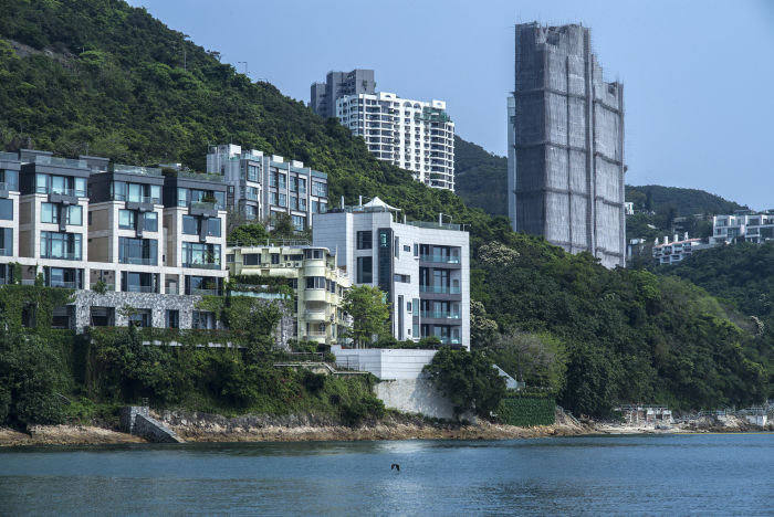 The Hong Kong home, among a cluster of oceanside buildings by Repulse Bay, of Chinese billionaire Guo Wengui, May 6, 2017. The billionaire, in self-imposed exile, has hurled political grenades at the Chinese Communist Party for months, accusing senior leaders of graft, using Twitter as his loudspeaker. (Lam Yik Fei/The New York Times) Credit: New York Times / Redux / eyevine For further information please contact eyevine tel: +44 (0) 20 8709 8709 e-mail: info@eyevine.com www.eyevine.com