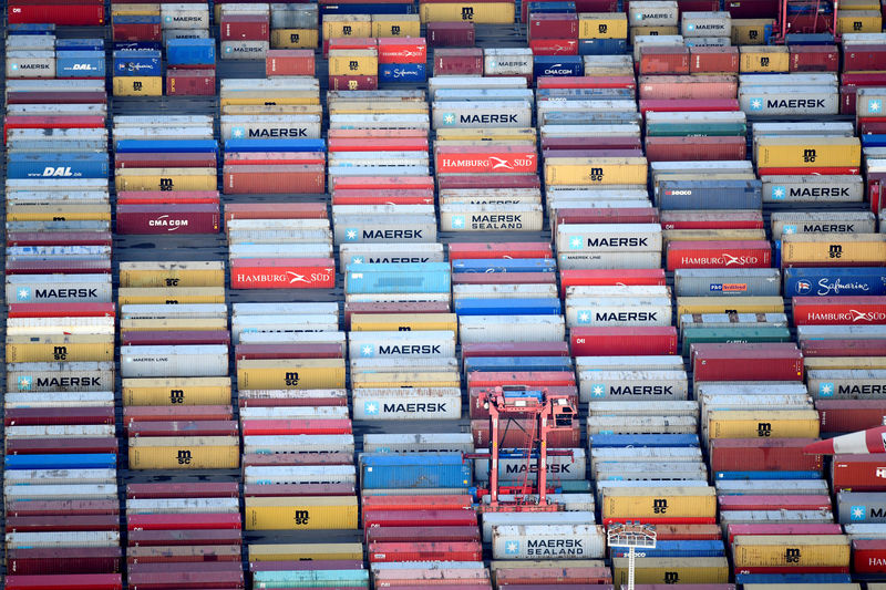 © Reuters. FILE PHOTO: Containers are seen at a terminal in the port of Hamburg