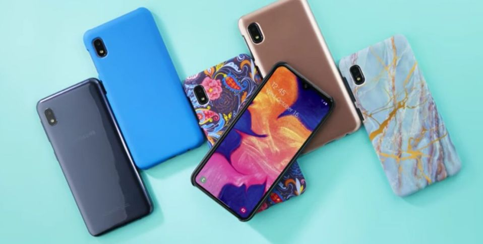 Get this Samsung Galaxy A10e smartphone bundle for just $100. (Photo: Samsung)